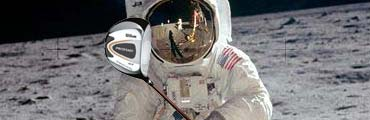 Astronauts Playing Golf - Pics about space