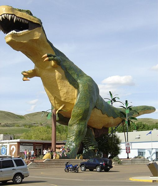 This picture shows a big Tyrannosaurus rex model at Drumheller, Alberta, Canada.