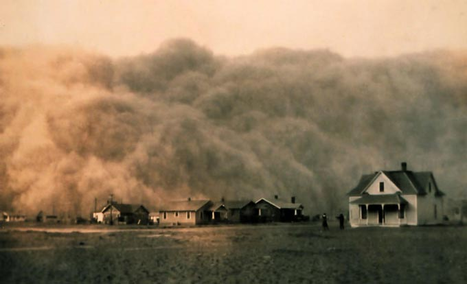 This incredible photo captures an intense dust storm as it approaches Stratford, Texas.