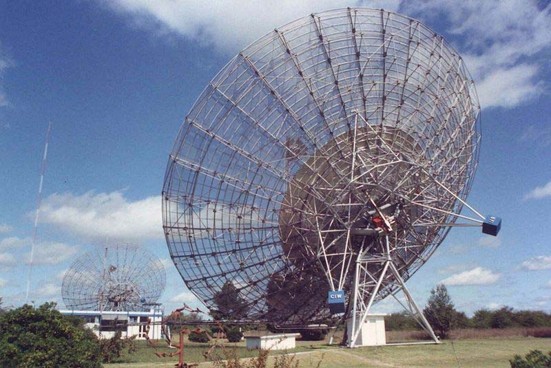 A photo of two huge satellite dishes aimed into space that are used for research in the field of space and astronomy.