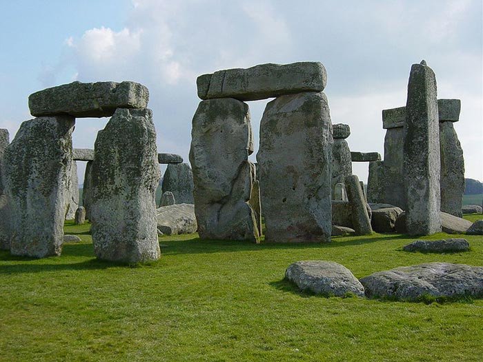 Found in the English county of Wiltshire, Stonehenge is a world famous, prehistoric monument that has been the subject of debate for many years. The stones are believed to have been erected in this special part of England sometime around four to five thousand years ago. Its function is not well understood and there are many different theories that try to explain its construction and existence. Whatever its original meaning, Stonehenge has become a popular landmark for visitors.